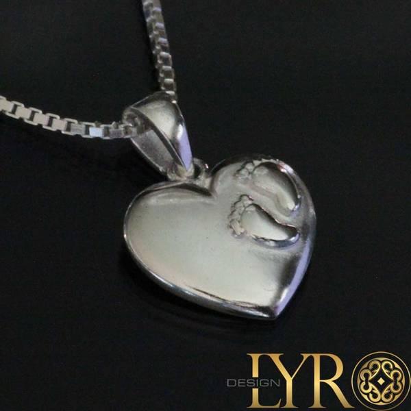 Bilde av Hjerte med små fotavtrykk - Sølvanheng