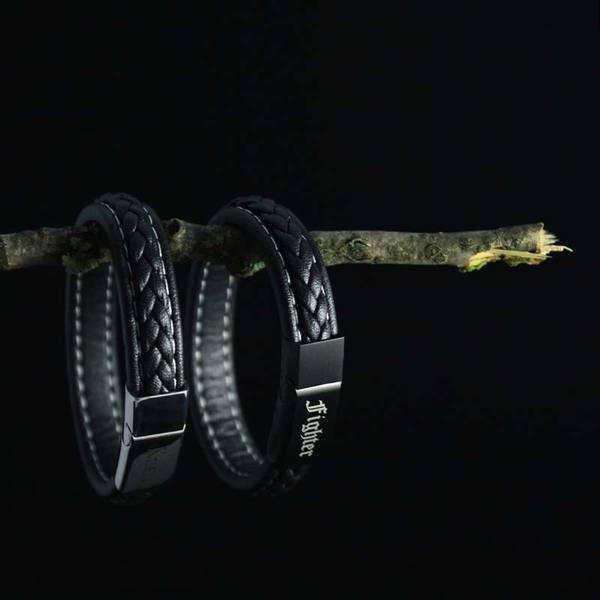 Bilde av Gravert armbånd i rustfritt stål og lær