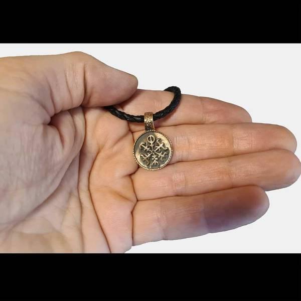 Bilde av Liten vegvisir amulett - Bronseanheng